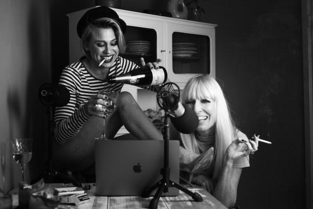 sarah matberg und natascha vahlendieck : busy bitches