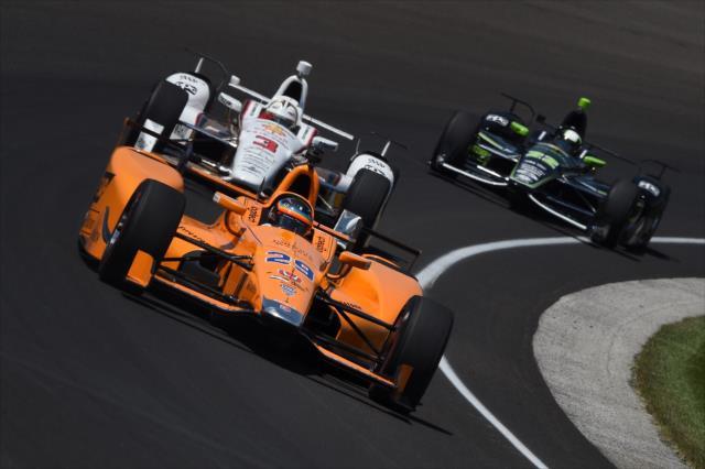 Alonso sigue adaptándose a la dinámica de óvalos (FOTO: Chris Owens/INDYCAR)