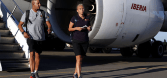 Fans blow up twitter against FC Barcelona after seeing women in economy and men upfront