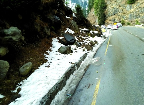 Snowy road on the way to Solang Valley