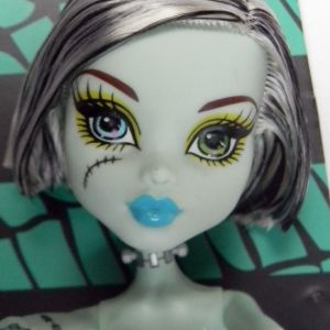 Boneca Monster High Frankie Sten Retrô Black & White