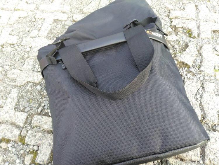 K&F Concept DSLRカメラ用メッセンジャーバッグ 屋外での使用例(使用イメージ)