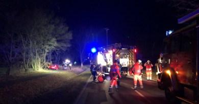 Garreler Feuerwehr befreit Fahrerin aus Unfallwrack