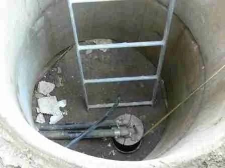 gas naturali mortali nei pozzi prefabbricati in cemento