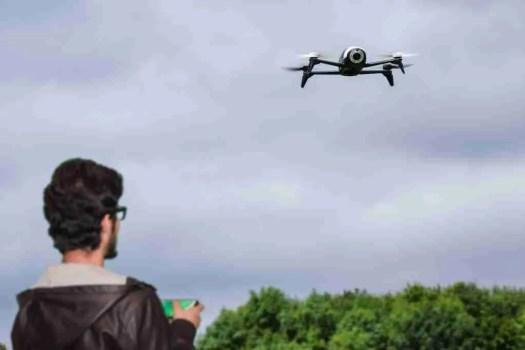 videoispezioni con drone in cantiere - contatto visivo tra pilota e drone
