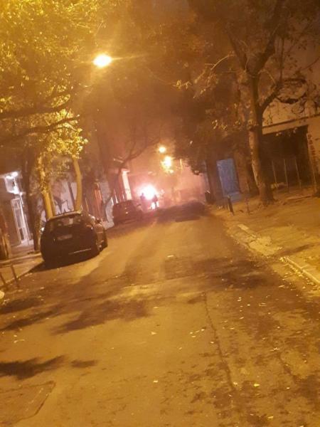 Φωτιές και οδοφράγματα στα Εξάρχεια – Φόβοι για επεισόδια