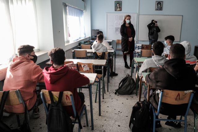 Σχολεία: Πάνω από 500 κρούσματα έδειξαν τα self test – Με βεβαιώσεις ανά χείρας και μάσκες μαθητές και εκπαιδευτικοί
