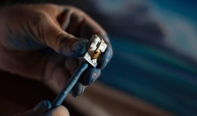 blue-pen-and-sharpener
