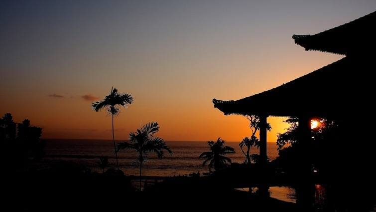 sunset tanah lot temple bali attractions