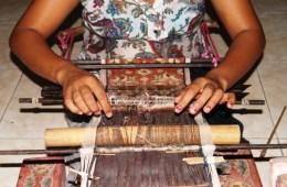Ni Luh Suryati weaving a double ikat