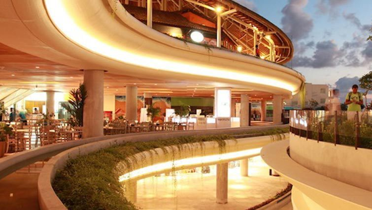 Beachwalk shopping mall Kuta