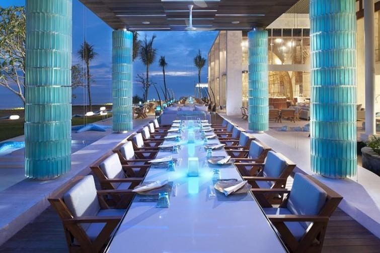 Fine dining at W Bali. Image via W Bali Seminyak Retreat & Spa