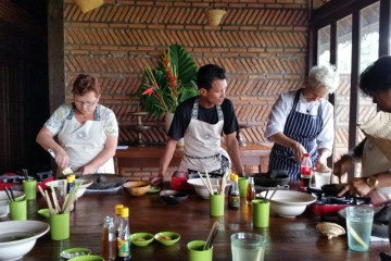 Cooking class at Bali Asli Restaurant.