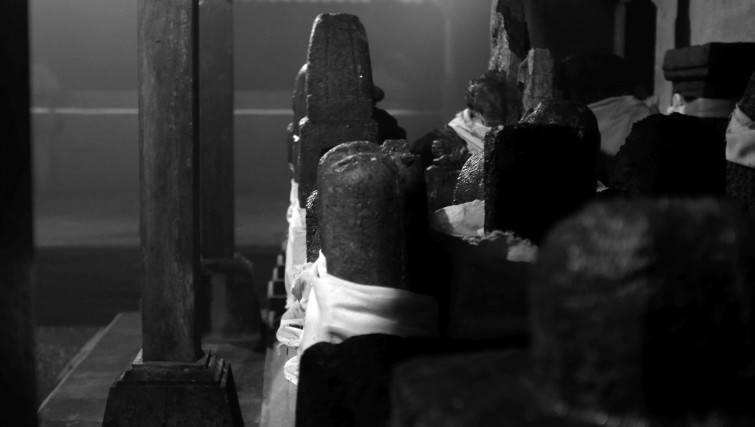 penulisan_shiva_lingga_statues