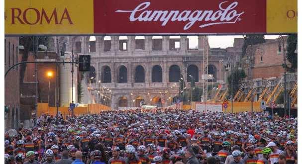 5-000-ciclisti-invadono-roma-jpg