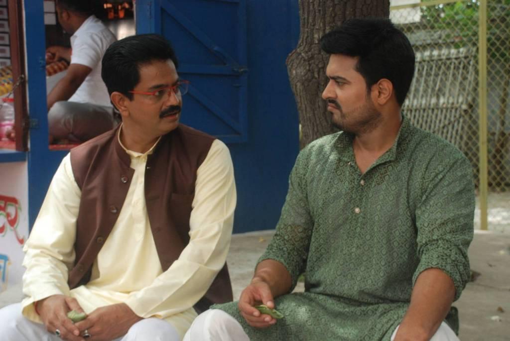Mishra and Mirza in Aur Bhai Kya Chal Raha Hai