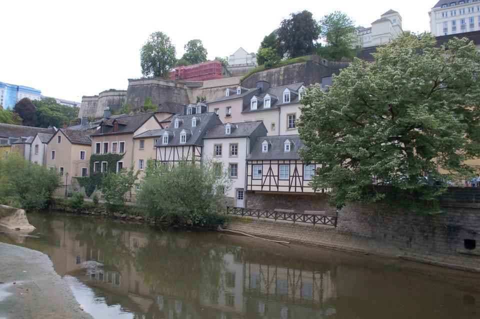 huizen langs het water