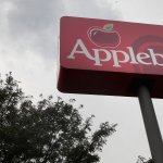 Applebee's 1 Tweet Response to This Massive Problem Gets a 'C-Minus.' (Here's How It Could Have Been an 'A')