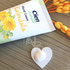 Consistenza della crema mani alla calendula di Cien