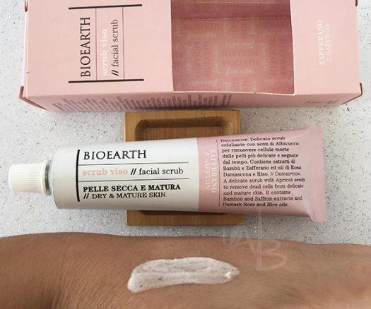 Dettaglio texture dello scrub viso per pelle secca Bioearth