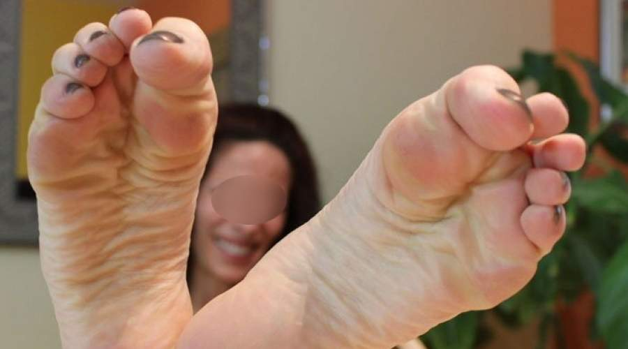 Milf di Trieste ama il feticismo dei piedi e cerca feticisti