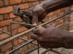 Costruzione di una scuola nell' est della Repubblica Democratica del Congo