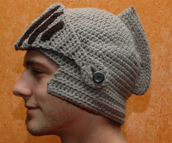 https://i2.wp.com/www.incrediblethings.com/wp-content/uploads/2012/11/crocheted-knights-helmet-1.jpg