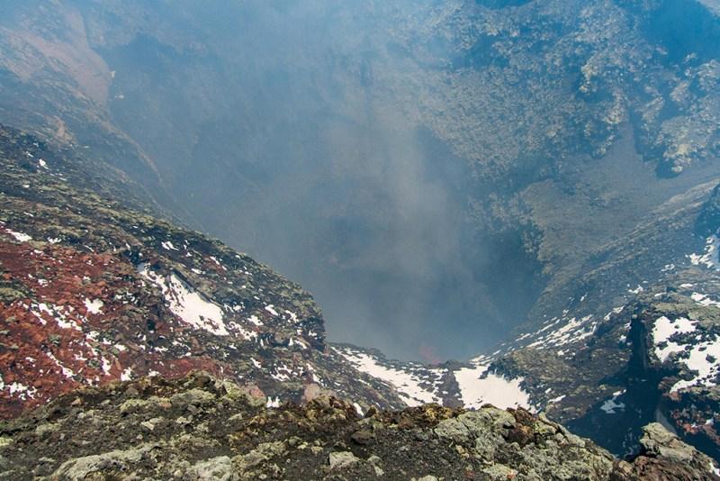 O que você vê ao Escalar o Vulcão Villarica: A cratera do