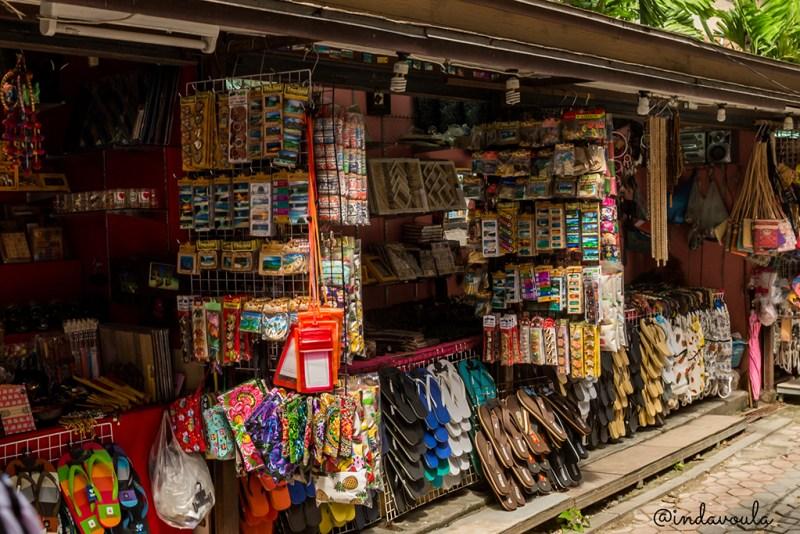Koh Phi Phi tem inúmeras lojinhas!