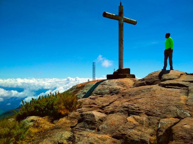 lugares surpreendentes para conhecer no Brasil - Alto Caparaó - Pico da Bandeira
