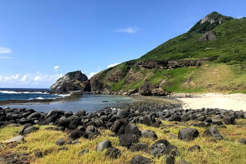 praia do atalaia em fernando de noronha