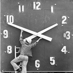 Wintertijd: gaat de klok nu een uur vooruit of achteruit?
