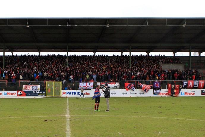 De fanatieke fans van RFC Liège, na de wedstrijd en het feest