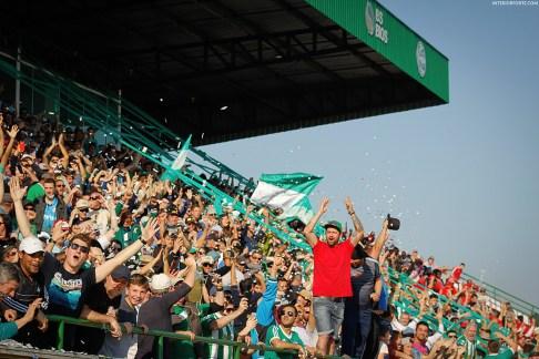 De fanatieke fans tijdens Gaúcho - Guarany (Terceira Divisão 2016)