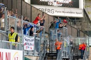 De meegereisde Heerenveen-fans vieren de overwinning en hebben nog 300 km naar huis te gaan