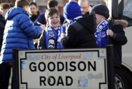 Jonge Everton fans kijken met plezier uit naar de thuiswedstrijd tegen Southampton. Foto: Pro Shots / Action Images