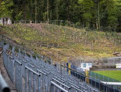De oude terracing van het Stade Joseph Mariën is weer zichtbaar