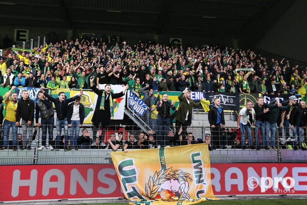 Fortuna Sittard supporters vieren feest in Maastricht