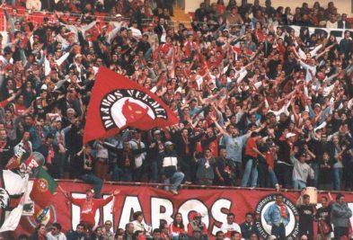 De Ultras van Benfica tijdens een thuiswedstrijd