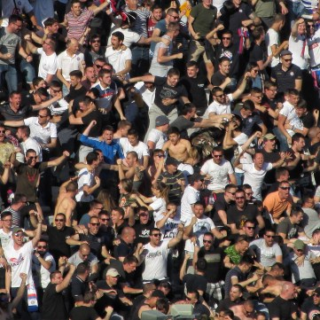 Hajduk Split supporters juichen na een goal in de derby tegen Dinamo