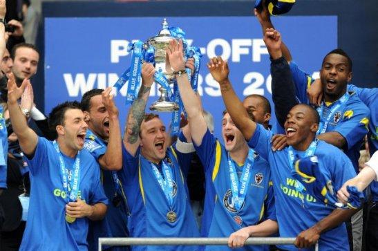 AFC Wimbledon viert de promotie naar de League Two (Whoateallthepies)