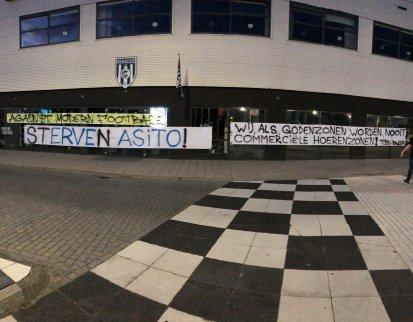 Supporters van Heracles Almelo komen met een protestactie nadat de nieuwe stadionnaam, Erve Asito, bekend is gemaakt.