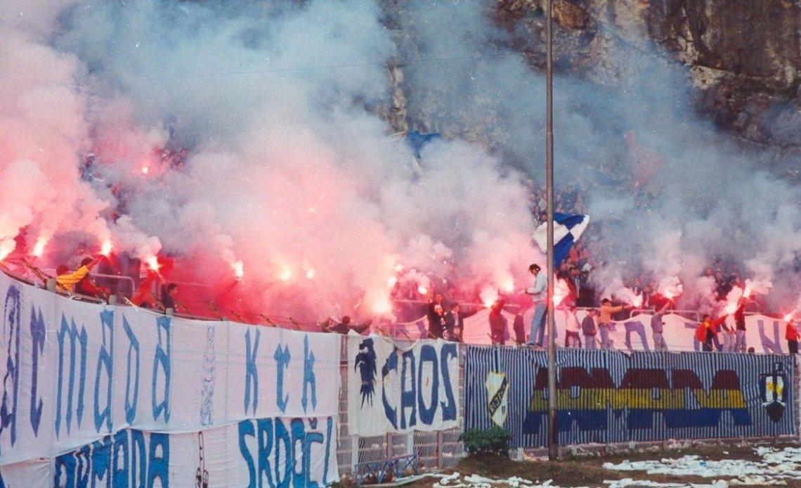 Ultras van Armada Rijeka met pyro