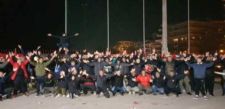 De fanatieke groep begin dit jaar bij hun jaarlijkse supportersfeest (via Club Rossoneri Kalamarias).