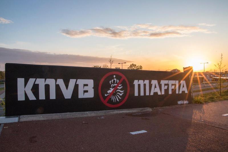 In Leeuwarden is graffiti gespoten met de tekst ''knvb Maffia''