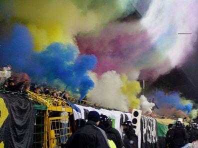 Kleurrijke pyro tegen Lech Poznan