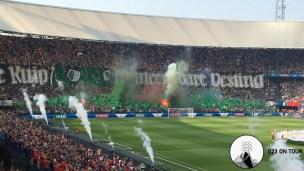Vuurwerk in het Feyenoordvak.