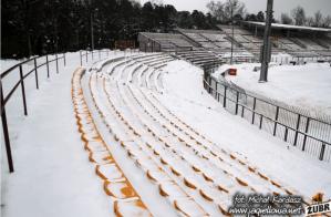 Het oude stadion van Jagiellonia in de sneeuw (foto via Michal Kardasz).
