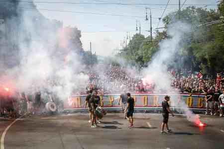 Onderweg naar de wedstrijd (foto via Hungary Ultras).