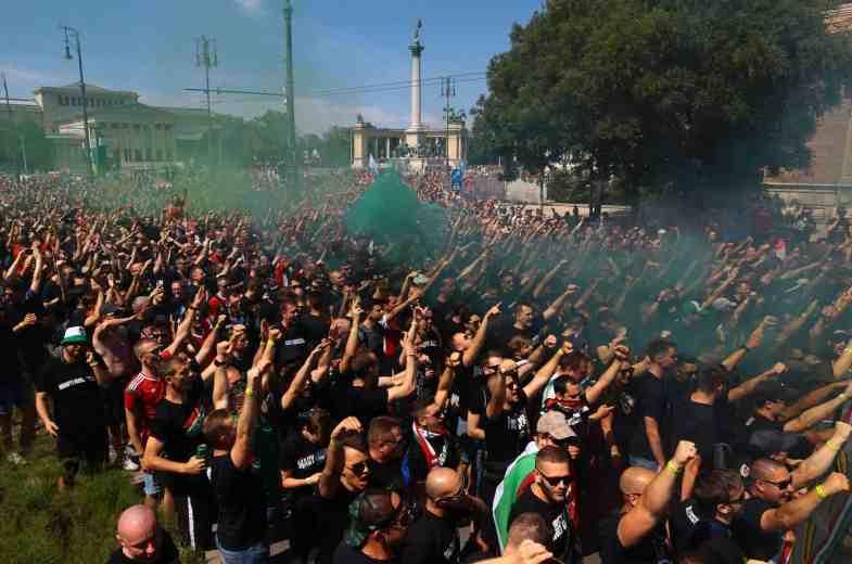 Hongaarse menigte (foto via Hungary Ultras).